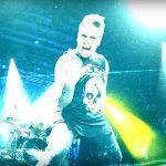 Dzika energia i uściski z fanami. Nowy teledysk Papa Roach