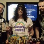 Przygotowali ręcznie malowaną gitarę dla Slasha. Instrument trafi pod młotek