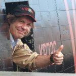 Bruce Dickinson lata bombowcem przed koncertem Iron Maiden
