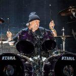 Metallica coveruje Judas Priest. Lars Ulrich za mikrofonem